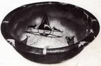 Глиняная миска с рыбами и человеческим ликом из Баньпо. Китай. Неолит