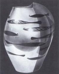 Миияма Тадаси. Ваза с изображением рыб